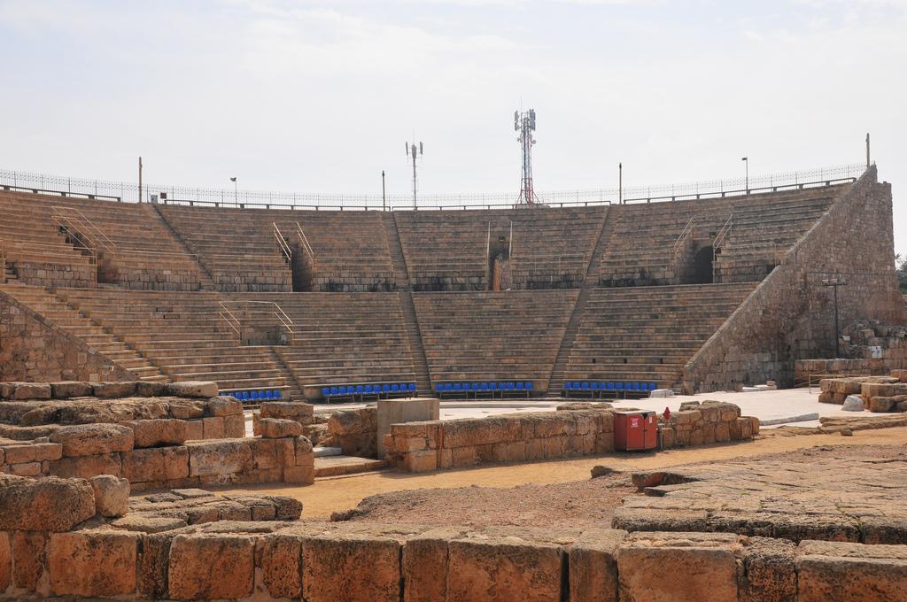 Театр Кесария